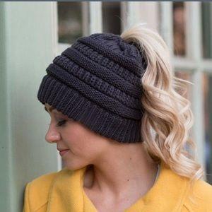 Messy bun ponytail beanie hat